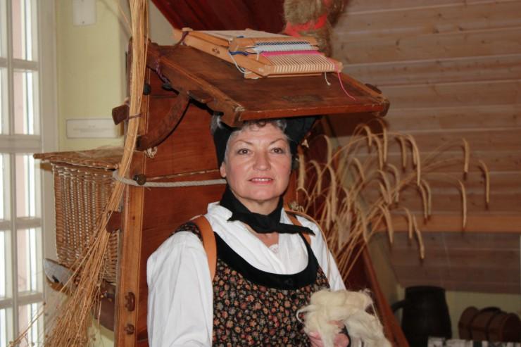 Stadtführerin Monika Haller als Weberin Luise