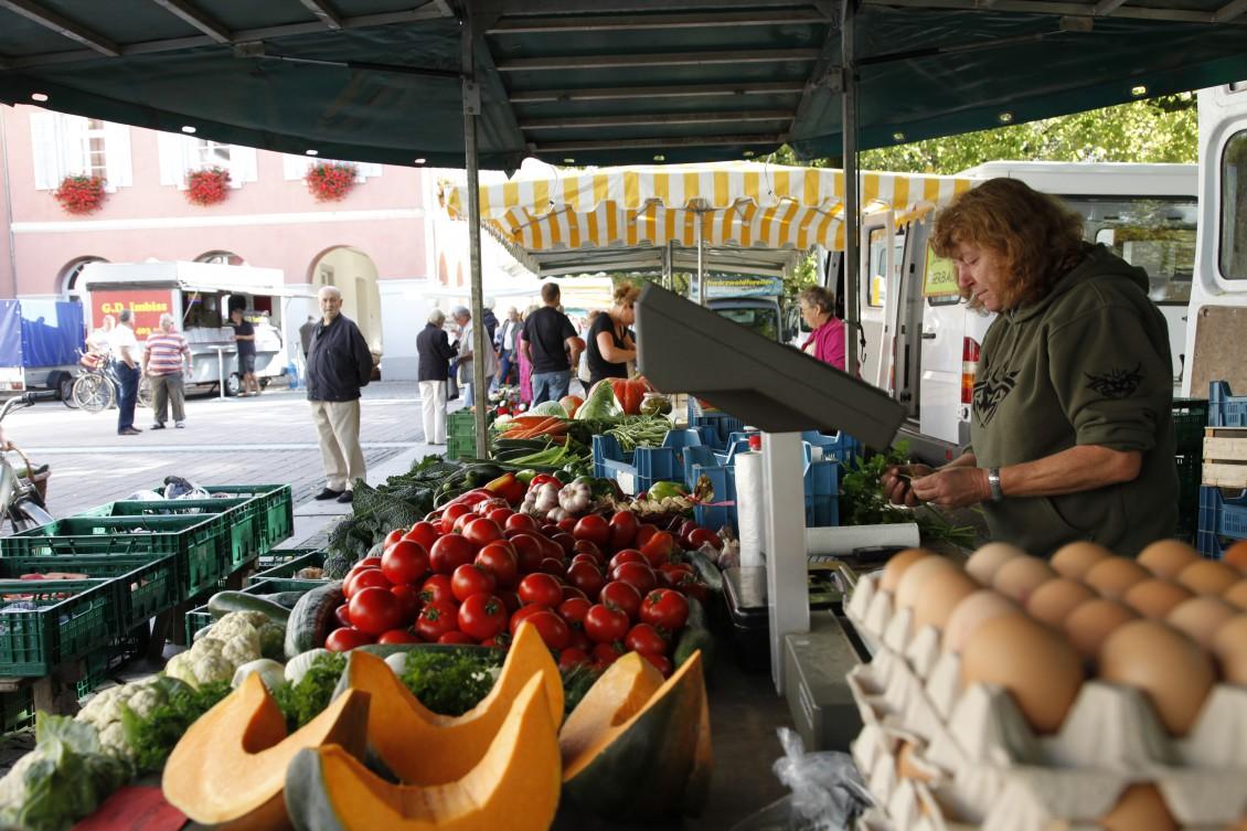 Marktstand auf dem Schopfheimer Wochenmarkt