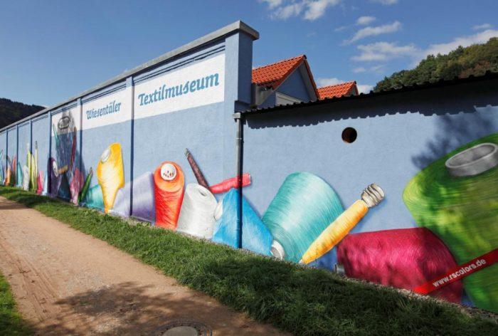 Fassade des Textilmuseums in Zell im Wiesental