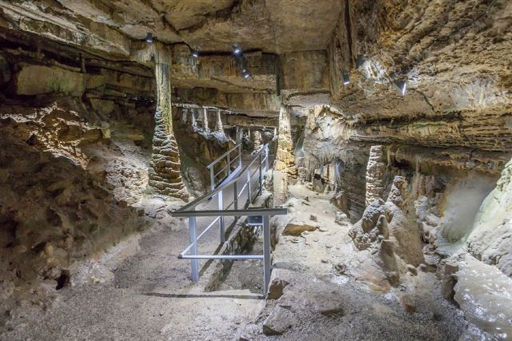 Tropfsteinhöhle Erdmannshöhle in Hasel