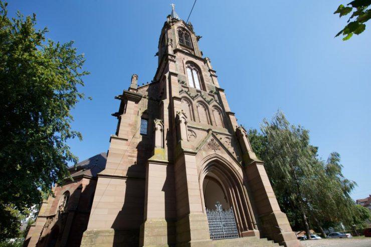 Ev. Kirche Hauptportal2 komp